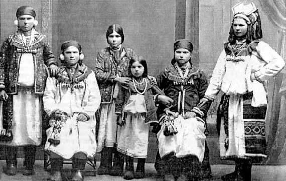 Мокшанки в национальных костюмах XIX в.