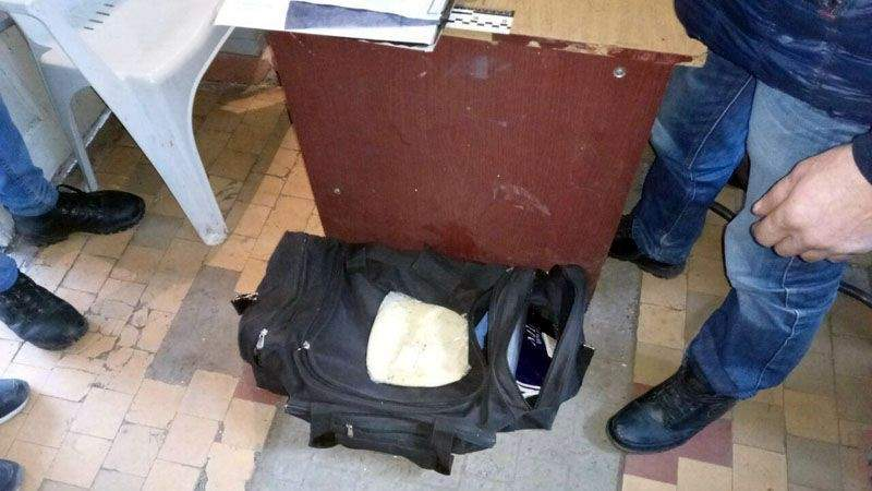 На вокзалі Бахмута поліцейські затримали чоловіка з вибухівкою