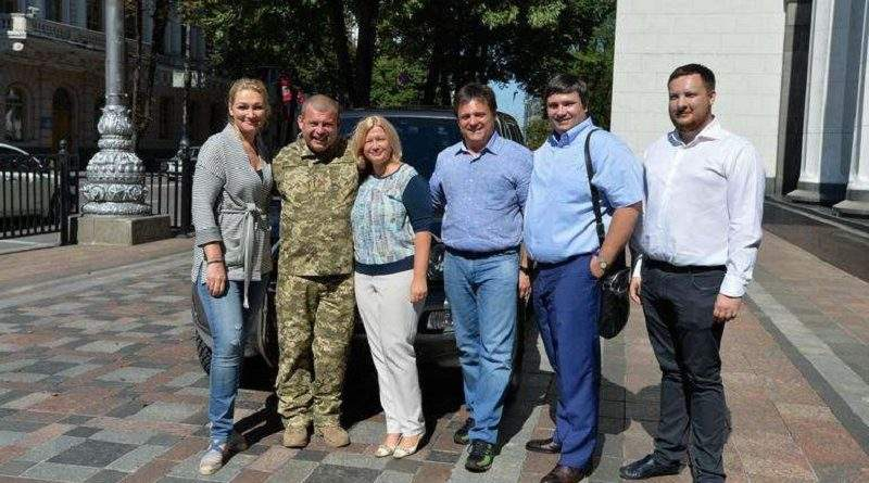 Народні депутати України Ірина Геращенко та Марія Іонова передали автомобіль для потреб військовослужбовців 72-ої ОМБр