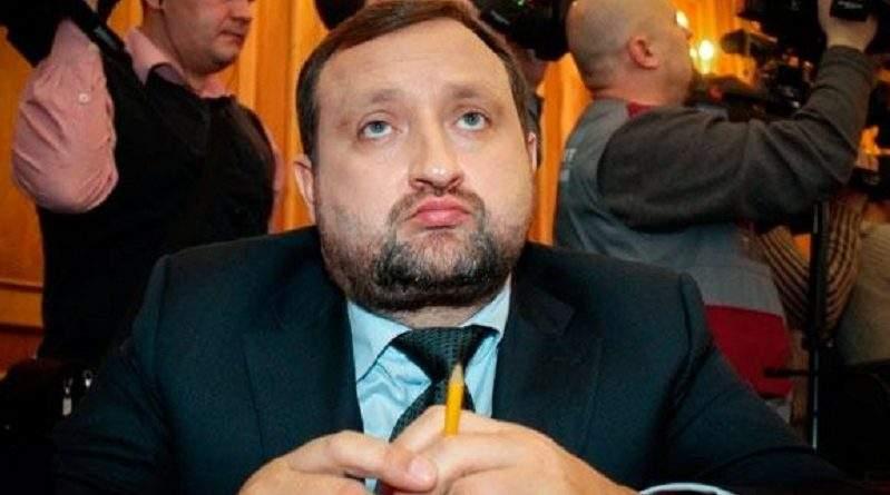 За клопотанням Генпрокуратури судом надано дозвіл на здійснення спеціального досудового розслідування щодо підозрюваного С. Арбузова