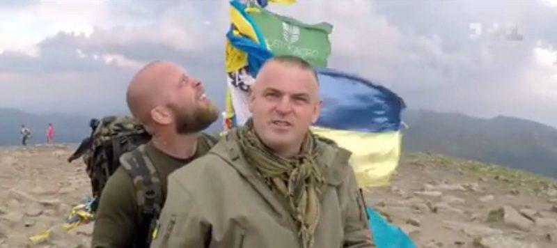 Очільник Управління МВС у справах учасників АТО Василь Мельник на милицях підкорив Говерлу (відео)