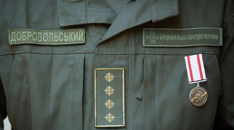 Військовослужбовець Нацгвардії, який надав першу медичну допомогу постраждалій від вибуху на вул. Грушевського, отримав від Президента медаль «За врятоване життя» (фото)