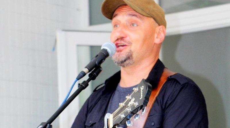 Гурт «Мандри» дав святковий концерт для захисників Батьківщини у Волновасі (фото)