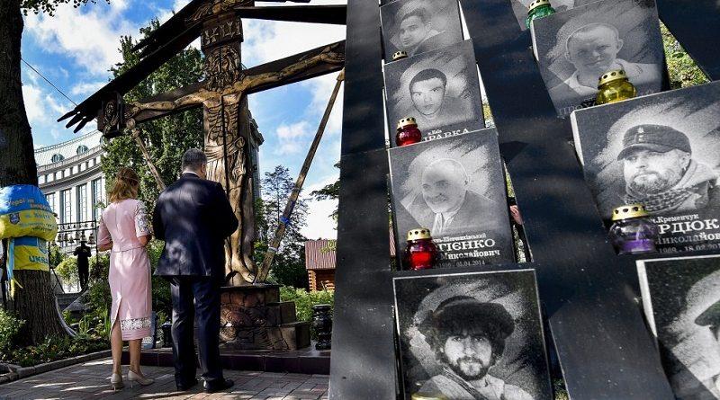 Президент разом з родиною вшанували пам'ять Героїв Небесної Сотні (фото)