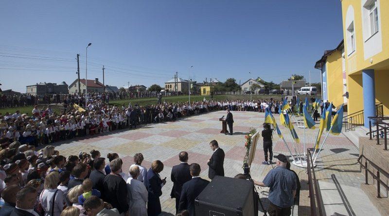 Президент відкрив школу на Львівщині (фото, відео)
