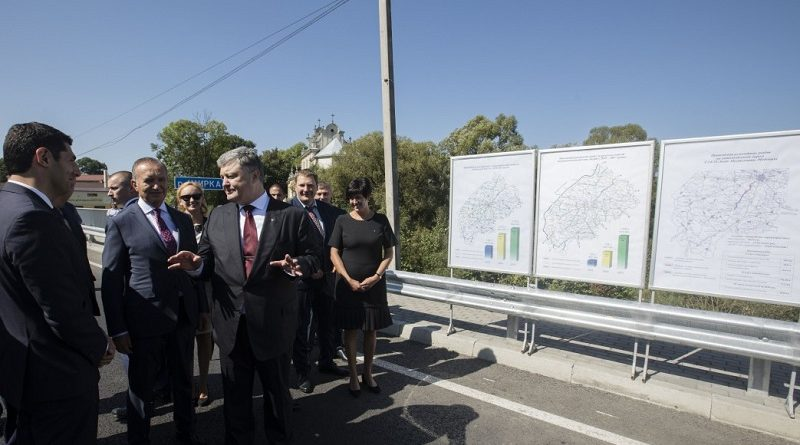 Глава держави: Перші результати детінізації – будівництво доріг по всій Україні (фото)