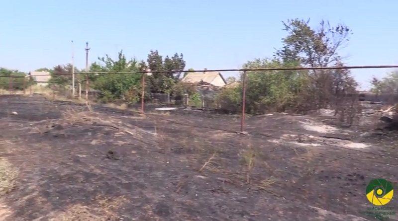 Донеччина у вогні: бойовики спалюють оселі мирних мешканців