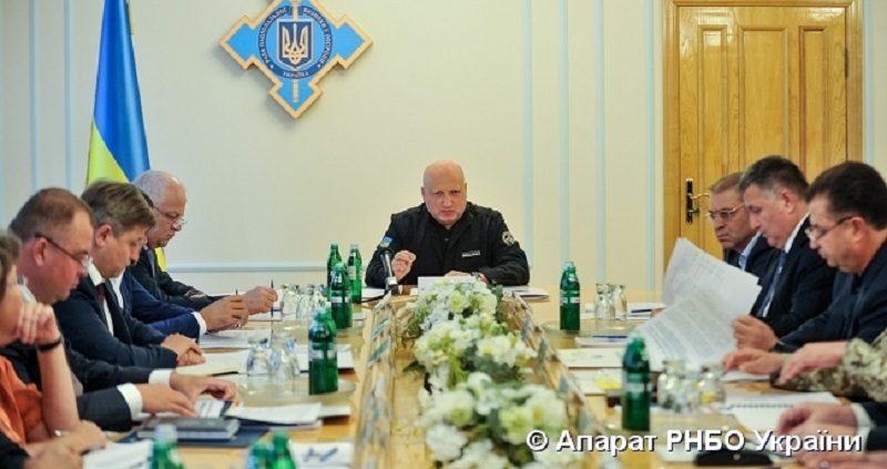 Оборонний бюджет 2018 року повинен забезпечити фінансування пріоритетних завдань оборони та безпеки країни - О. Турчинов (фото)