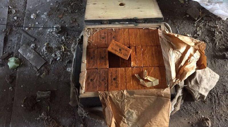 На Донеччині поблизу лінії розмежування СБУ виявила схованку з вибухівкою (фото)