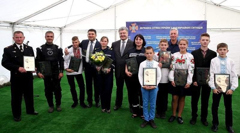 Українські рятівники нарівні зі Збройними Силами є першим пріоритетом держави – Президент (фото)