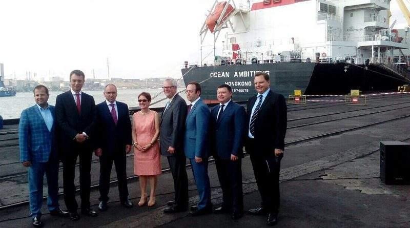 """До порту """"Южний"""" прибула перша партія антрацитового вугілля із США"""