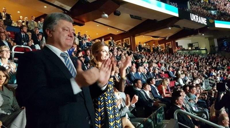 Петро та Марина Порошенки вітали українських воїнів-учасників «Ігор нескорених» аплодисментами стоячи (фото)
