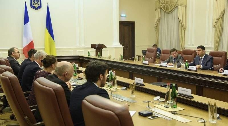 """Прем'єр-міністр зустрівся з делегацією Сенату Франції на чолі з Головою групи дружби """"Україна - Франція"""" Ерве Море (фото)"""