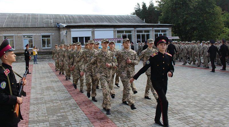 У Кадетському корпусі ім. героїв Молодої гвардії 108 хлопців отримали «погони ліцеїста» (відео)