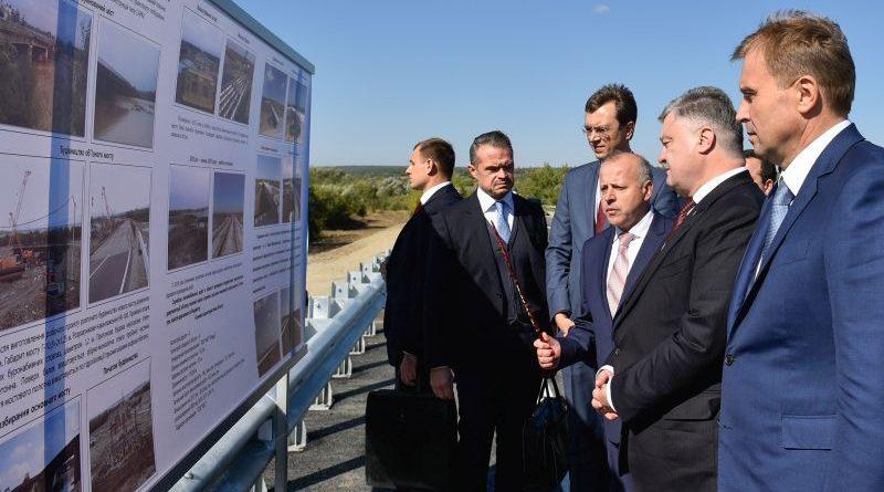 Президент ознайомився з ходом виконання ремонту автодороги Стрий – Чернівці – Мамалига (фото, відео)