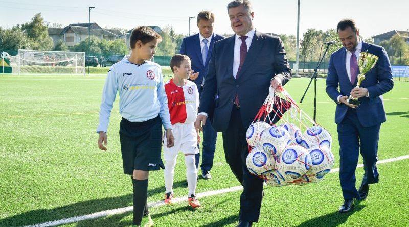 Президент на новому стадіоні в Івано-Франківську (фото, відео)