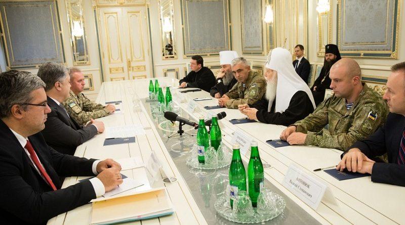 Президент вимагає припинити незаконні напади на українську церкву в окупованому Криму
