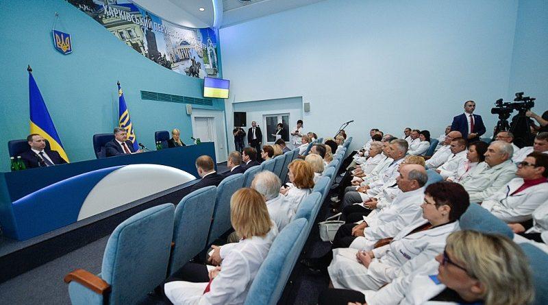 Президент відкрив новий перинатальний центр у Харкові (фото, відео)