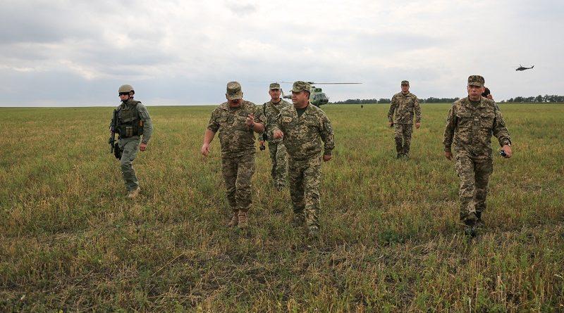 Міністр оборони України в районі проведення АТО провів робочу нараду з керівниками підрозділів