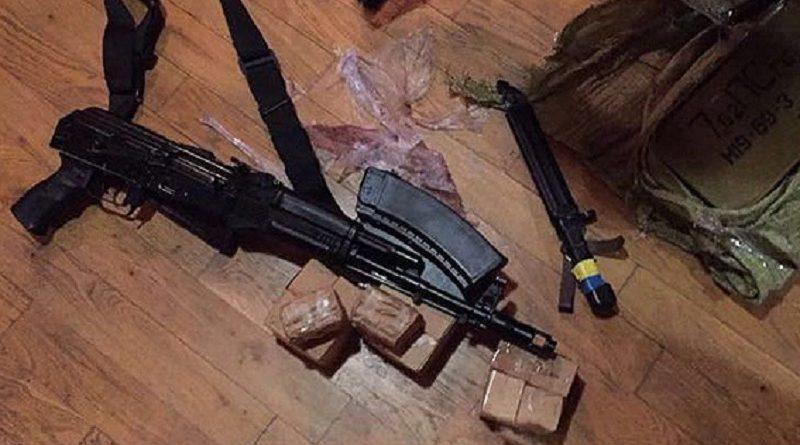 У помешканні одного з учасників подій на пункті пропуску «Шегині» поліція виявила зброю і боєприпаси (фото)