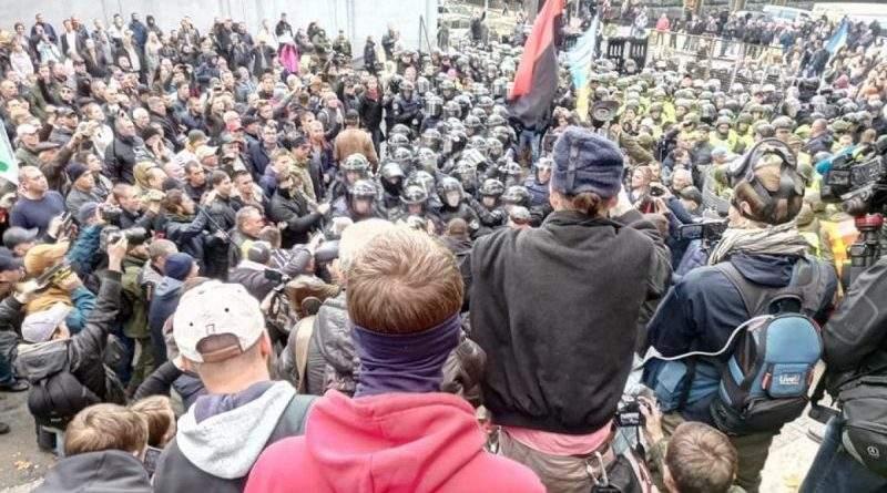 Київ не редути на Донбасі, тут всі все бачать