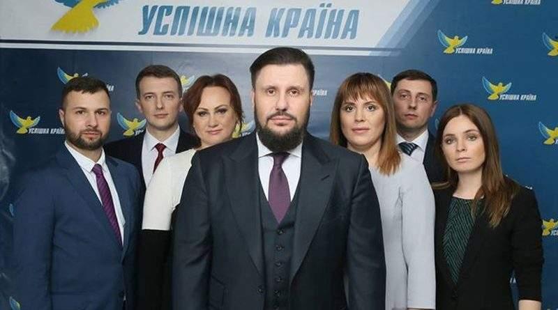 Проводиться обшук у житлових приміщеннях уповноважених осіб політичної партії «Успішна країна»