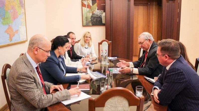 В Україні може з'явитися передовий центр запровадження інновацій в оборонній промисловості (фото)