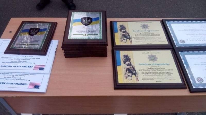 Бійці «ДОЗОРу» та «КОРДу» отримали сертифікати про закінчення курсів з організації спецоперацій (фото, відео)