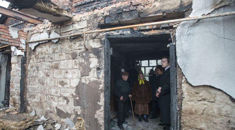 Марина та Олексій Порошенки відвідали родини, чиї будинки було зруйновано в ході пожежі на арсеналі ЗСУ (фото)