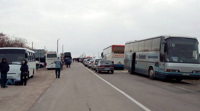 У жовтні адмінмежу з Кримом перетнули 220,9 тис. осіб