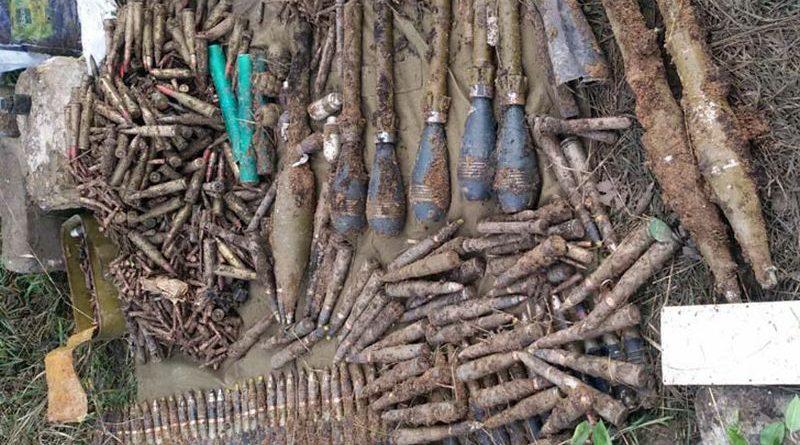 На Донеччині поліцейські виявили 200 снарядів, 6 мін, 9 гранат та близько 40 тисяч патронів (фото, відео)