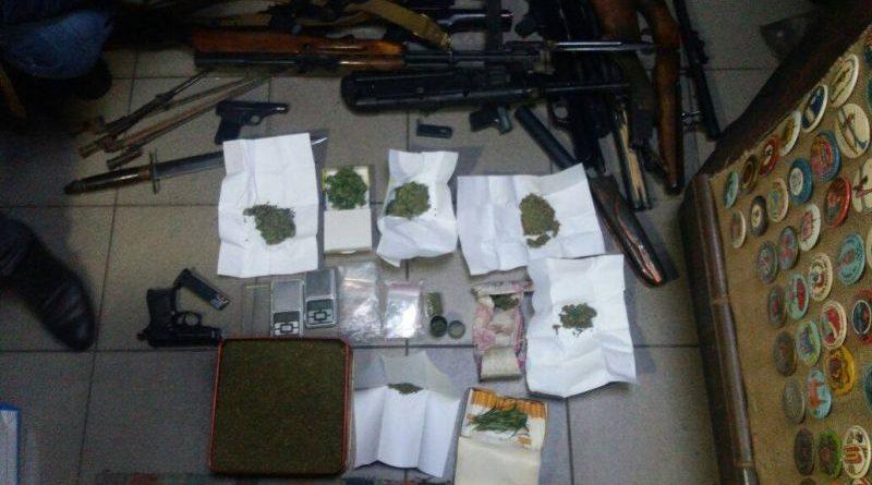 У мешканця Миколаєва СБУ вилучила зброю та наркотики (фото)