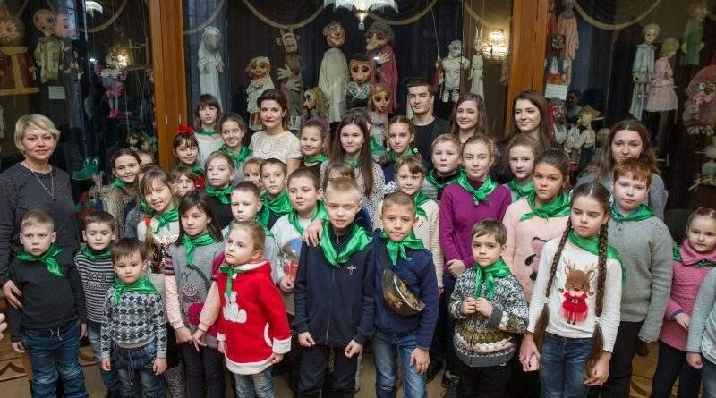 До Дня Святого Миколая Марина Порошенко запросила дітей Київщини на благодійну виставу у Театр ляльок (фото)