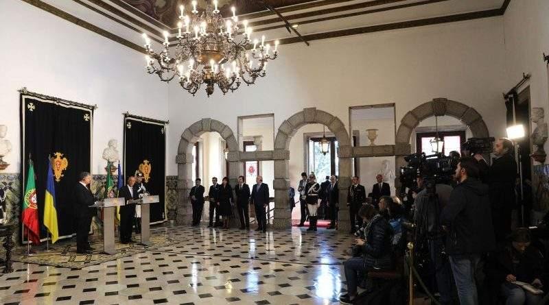 Президенти України та Португалії зустрілись з представниками ЗМІ у Ліссабоні за підсумками переговорів (фото)