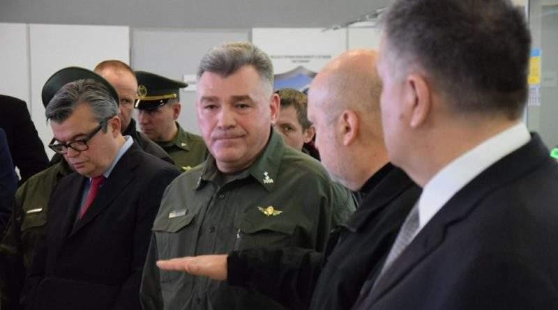 Турчинов провів тестування комплексу фіксації біометричних даних на КПП в аеропорту «Жуляни» (фото)