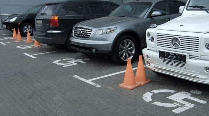 У Львові за паркування на місцях для людей з інвалідністю поліцейські оштрафували майже 150 водіїв