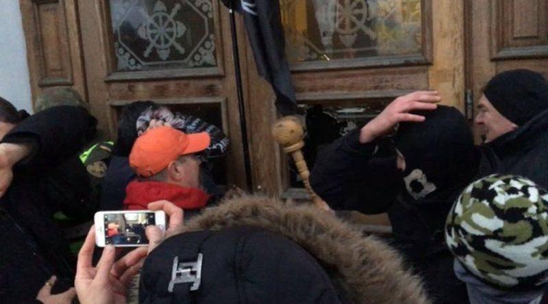 За подіями біля Жовтневого палацу у Києві відкрите кримінальне провадження за двома статтями (фото, відео)