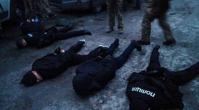 """На Запоріжжі затримано групу """"фейкових"""" поліцейських, які скоювали розбійні напади (фото)"""