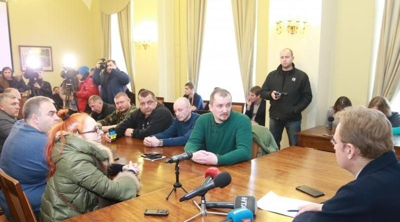 Садового викликали в СБУ через карту з ОРДЛО на Львівському Безпековому Форумі (фото, відео)