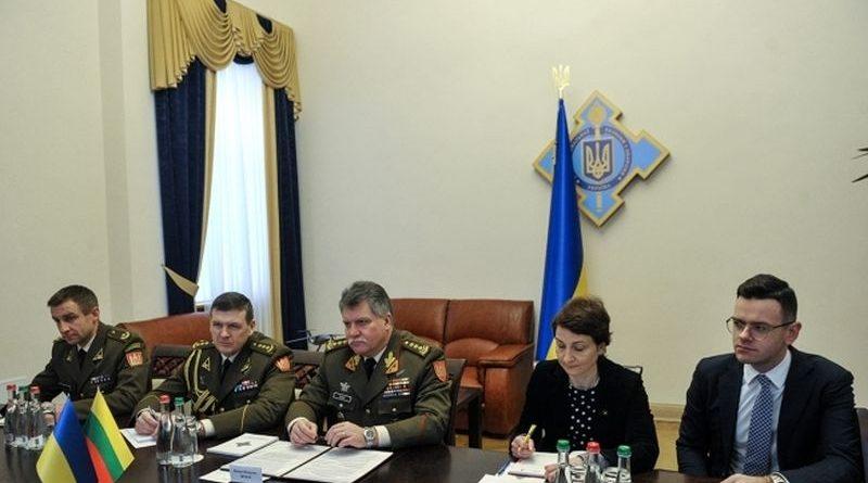 Олександр Турчинов провів зустріч з Головнокомандувачем ЗС Литви Йонасом Вітаутасом Жукасом (фото)