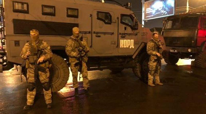 """В результаті перемовин в Харкові з будівлі """"Укрпошти"""" звільнено п'ятьох заручників (фото, оновлюється)"""