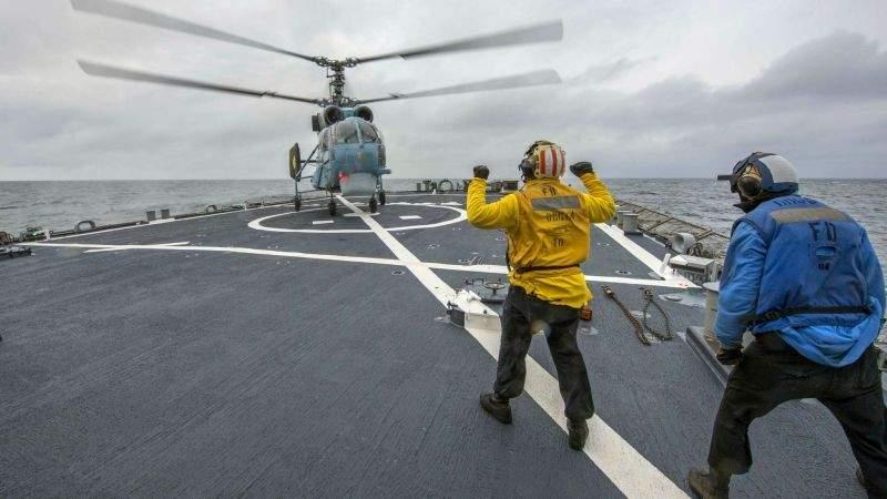Тренування типу PASSEX: спільні дії морської авіації ВМС ЗС України та корабля ВМС США в морі (фото)