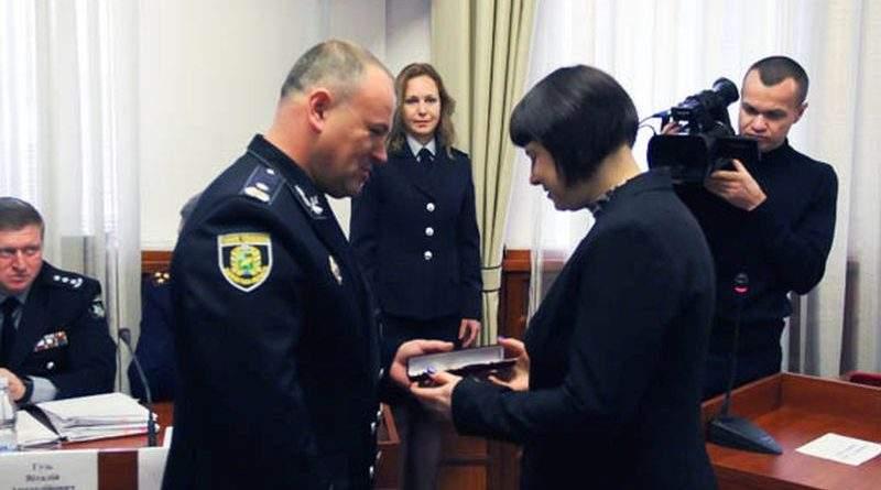 У Харкові нагородили громадян за допомогу поліції у знешкодженні чоловіка, який захопив «Укрпошту» (фото, відео)