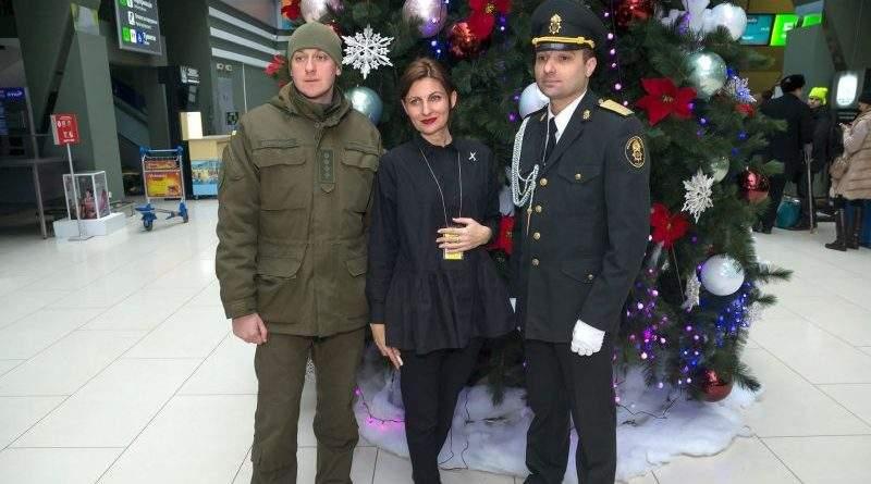 Військовий оркестр Нацгвардії привітав пасажирів аеропорту «Київ» зі святами (фото, відео)