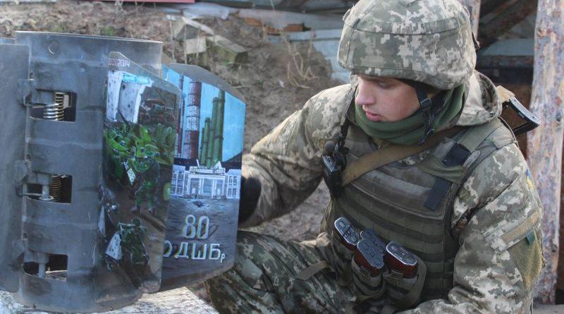 Десантники перетворили частину бойового снаряду на витвір мистецтва (фото)