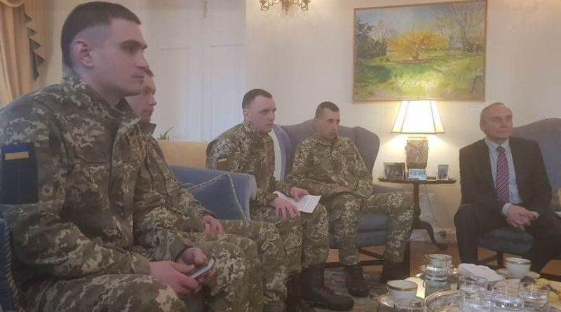 Відбулася зустріч звільнених українських заручників з Куртом Волкером і Марі Йованович (фото)