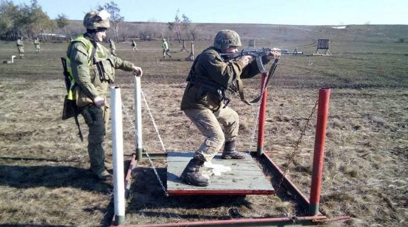 Говорят, что армия в окопах разлагается и ей скучно? (видео)