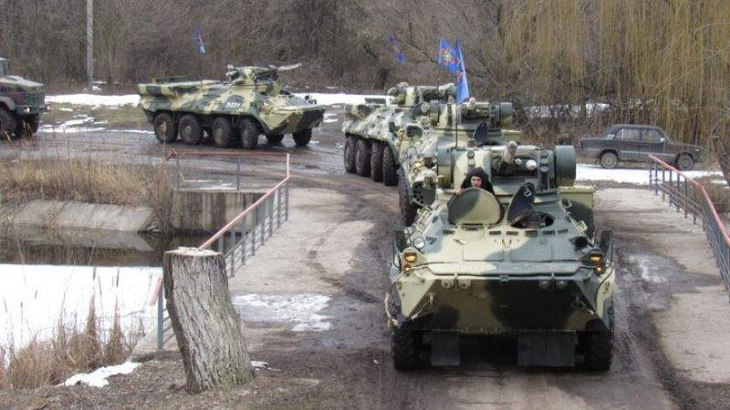 Дніпровські гвардійці відпрацювали 80-кілометровий марш на бронетехніці (фото)