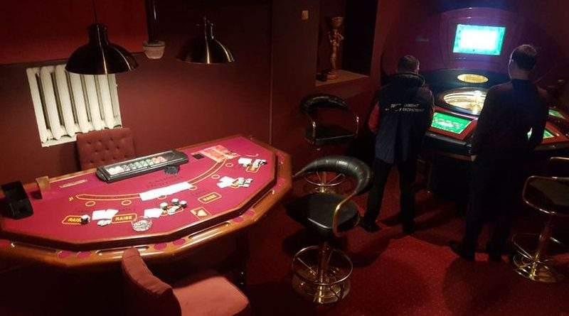 У Києві поліція викрила казино, вхід до якого був через вбудовану шафу (фото)