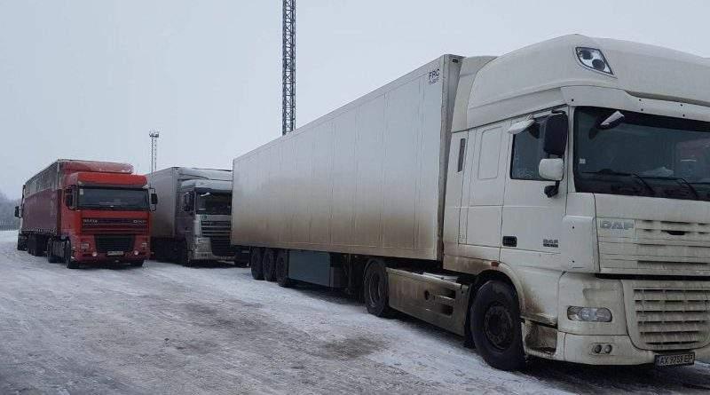 Спостерігається сповільнення пропуску вантажівок російською стороною в кількох пунктах пропуску